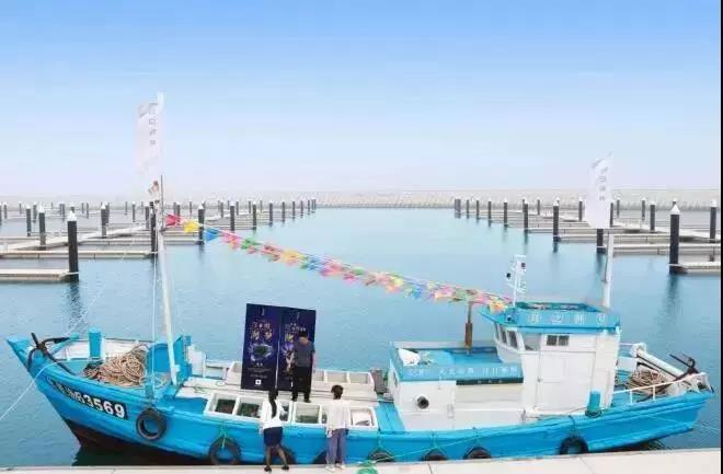 世界顶尖游艇临海而靠,时令海鲜自助挑选,星级厨师任你安排,美味