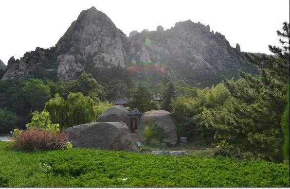 青岛大珠山风景区人潮如织